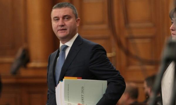 Горанов отговаря как е контролирал данъците в хазарта