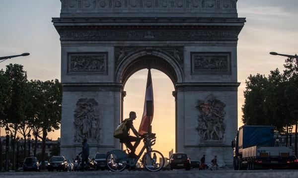 Епидемичната карта на Франция – само Париж в оранжево
