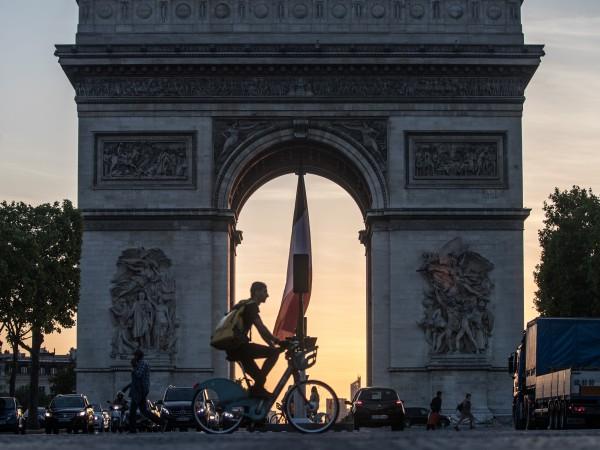 Районът на Париж остана единствен в оранжево на епидемичната карта
