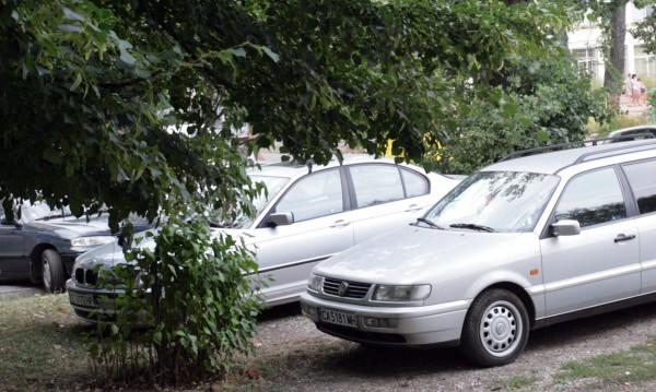 Инспектори дебнат за неправилно паркирани коли