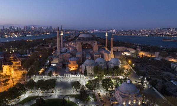 """Четат Корана в """"Света София"""" - Турция празнува превземането"""