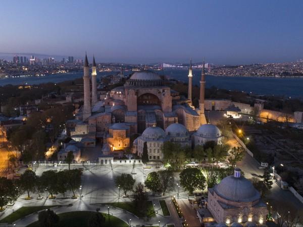 Глава от Корана и ислямски молитви ще бъдат прочетени довечера