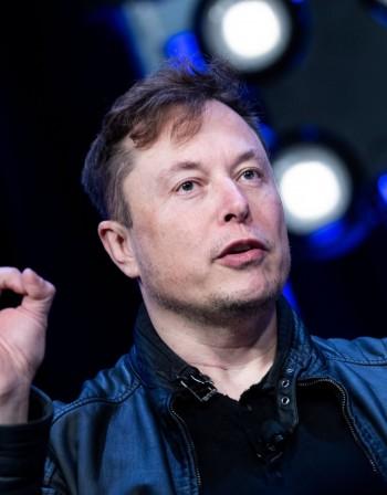 Tesla позлатява Мъск