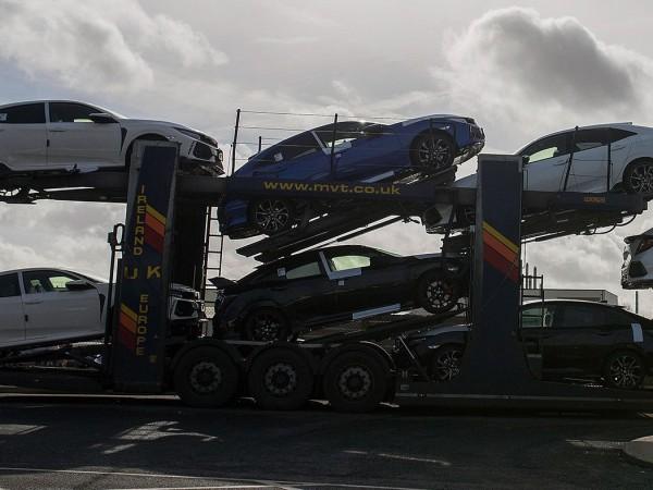 Автомобилните производители във Великобритания са произвели през април най-малко превозни