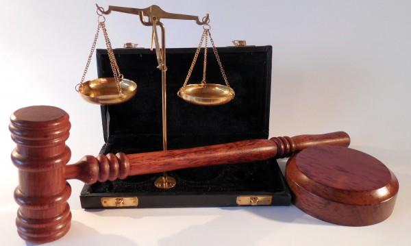 Мъж с 11 присъди нападна старец и му задигна парите