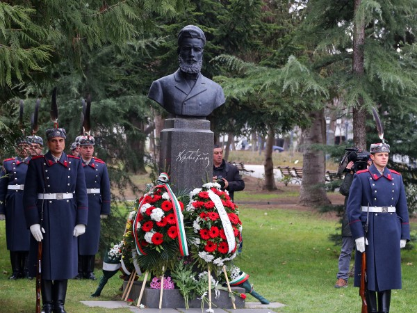 В деня на Ботев да положим цвета пред най-близкия паметник,