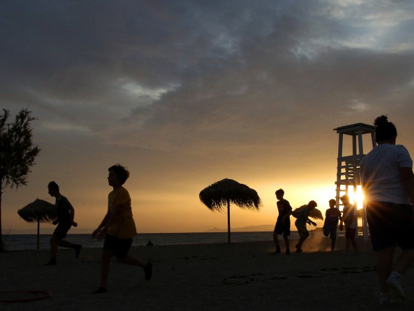 Официално лятото в Гърция трябва да започне на 15 юни,
