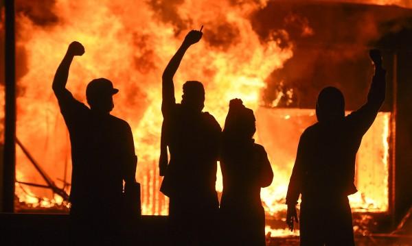 Жертви, вандализъм, коктейли Молотов – бунтове има в цяла Америка