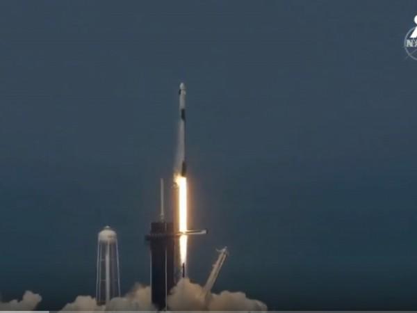 Исторически успех за космическите технологии. НАСА и SpaceX успешно изстреляха