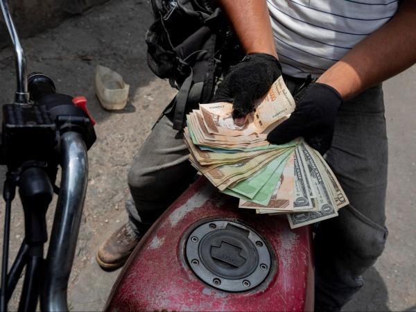 Президентът на Венецуела Николас Мадуро обяви, че от днес се