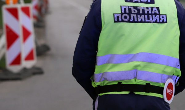 """Бял Мерцедес летя по """"Тракия"""" с 241 км/час"""