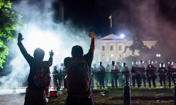 САЩ на бунт, Тръмп се крие в бункера под Белия дом
