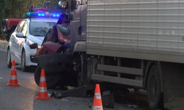 Камион и кола се удариха на пътя Михалково – Кричим