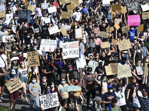 Хиляди хора излязоха по улиците на Минеаполис, за да искат