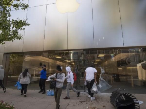 Apple Inc. обяви, че временно ще затвори по-голямата част от