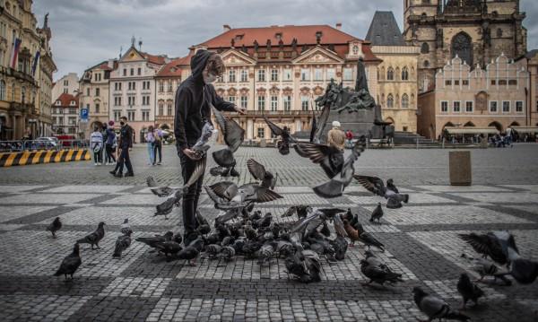 Чехия отваря границите си, разрешават събирания до 500 души