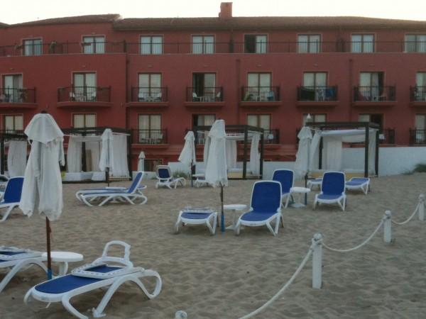 Плажовете по българското Черноморие са отворени за туристи от 1