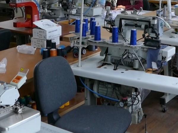 Над 80 шивачки в италианска фирма за обувки в Дупница