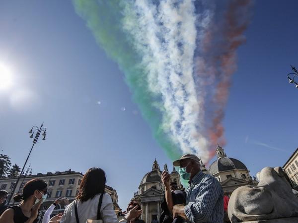 Коронавирусната криза в Италия не е приключила, предупреди днес президентът