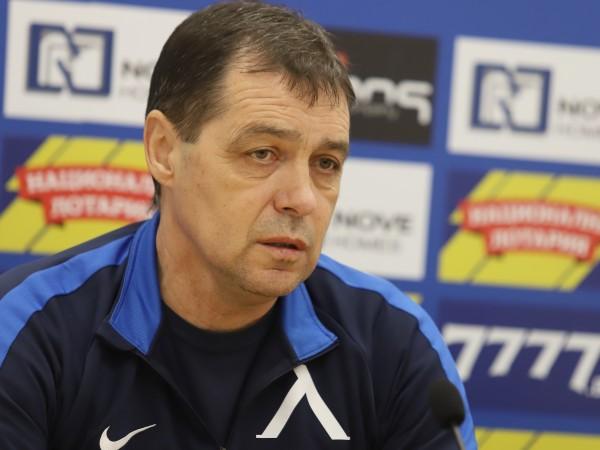 Треньорът на Левски Петър Хубчев говори пред клубната телевизия преди