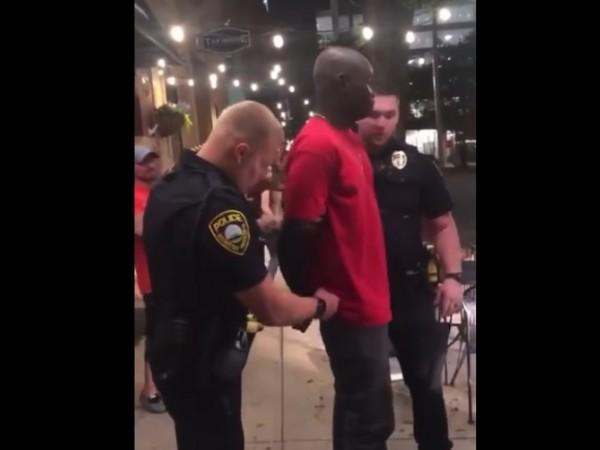 Полицията в Америка не се държи по-различно с чернокожите?Видеата от