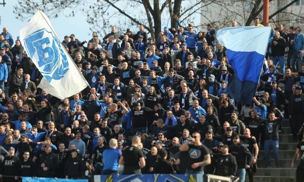 Футболът у нас се завръща с публика, стадионите пълни до 30%