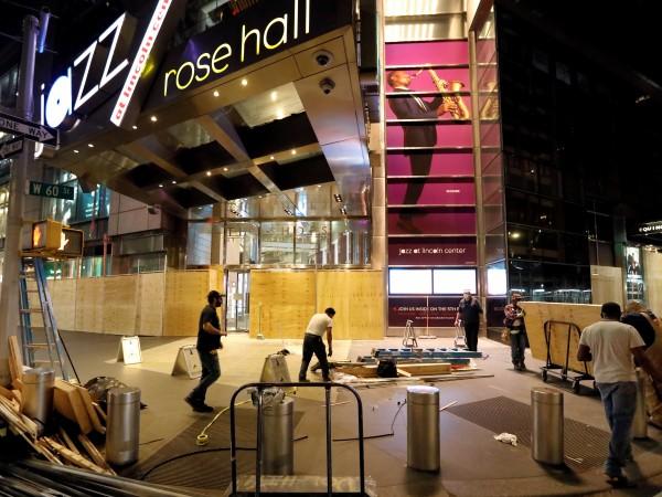 """Протестиращи в нюйоркския квартал """"Сохо"""" откраднаха от магазин на """"Ролекс"""""""