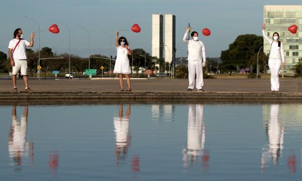 Само за 24 часа COVID-19 взе 1262 жертви в Бразилия