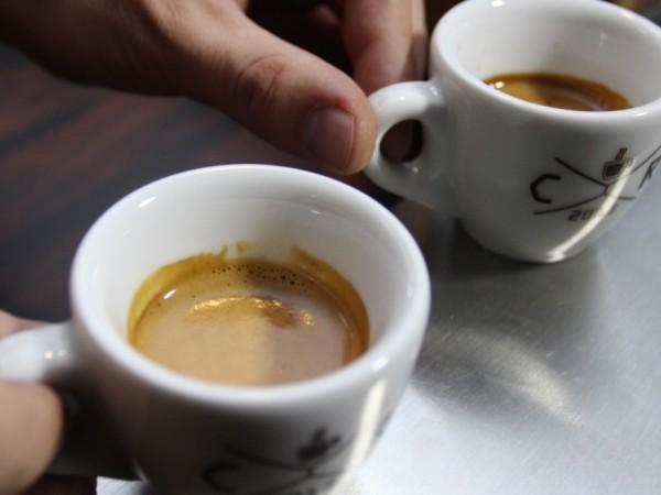 Общоприето е, че кафето повишава кръвното налягане. Изследванията обаче не