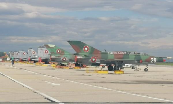 ВВС още чака ремонтираните Су-25, кризата бави връщането им