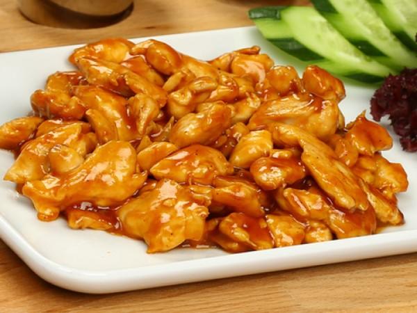 Продукти:1 и ½ кг пилешки крилца2 супени лъжици зехтин7 супени