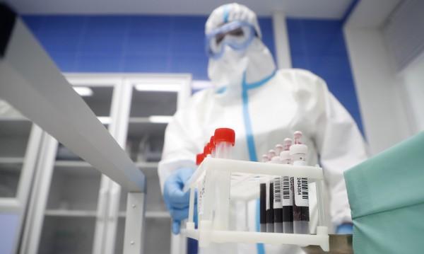 Директорът на МИ-6 е убеден, че коронавирусът е създаден от човек