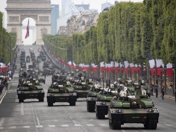 """Традиционният военен парад на булевард """"Шан-з-Елизе"""" в Париж за националния"""