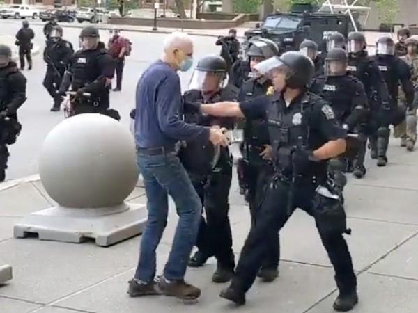 Шокиращо видео показва точно колко брутална може да е полицията