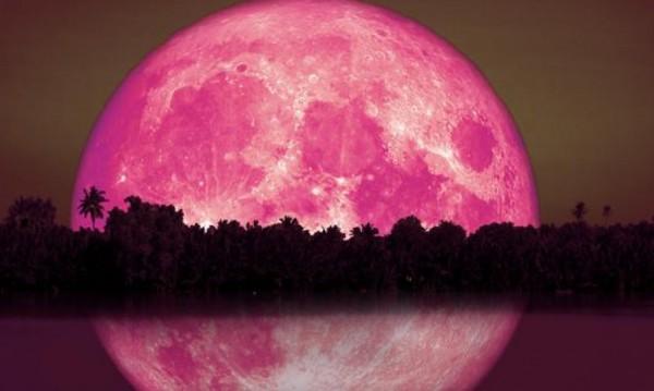 Какво носи ягодовата луна на представителите на зодиите?