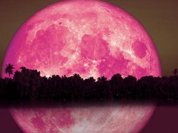 Лунното затъмнение в Стрелец или така наречената Ягодова луна ще