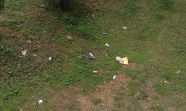 Helpbook оплакване: Съседи изхвърлят боклуците си през балконите