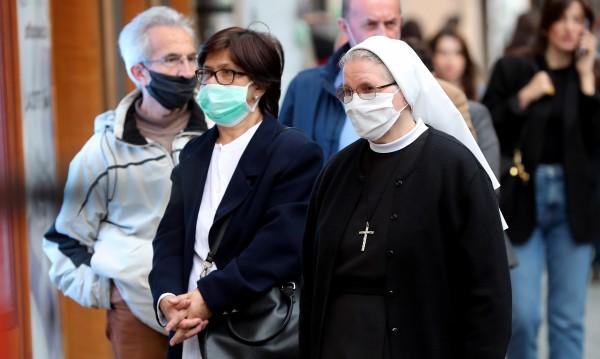 СЗО към правителствата: Помолете хората да носят маски