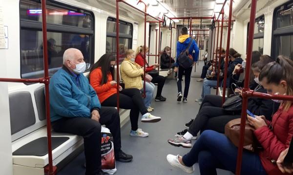 Заради COVID с около 200 000 по-малко пътници в метрото