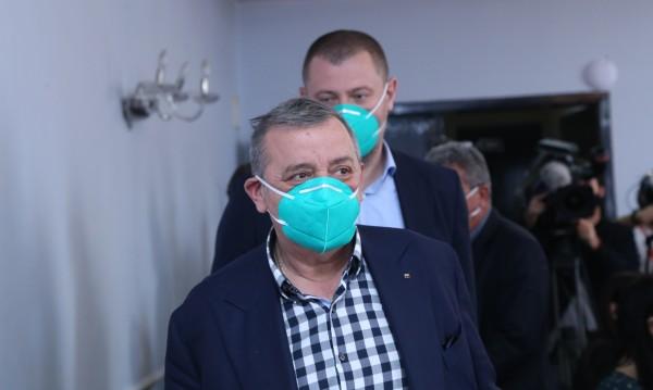 Проф. Кантарджиев за коронавируса: Нищо не е свършило!