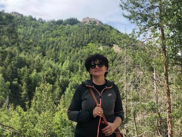 Председателят на парламента Цвета Караянчева използва почивния ден за разходка