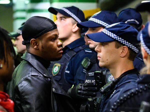 Хиляди излязоха днес по улиците на много австралийски градове, както