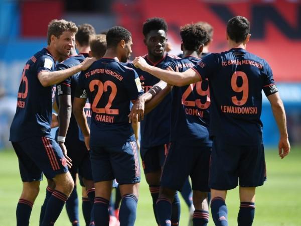 Байерн Мюнхен направи нова крачка към осма поредна титла, разгромявайки