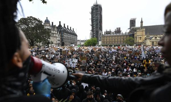 Сблъсъци на протестите в Лондон срещу расизма