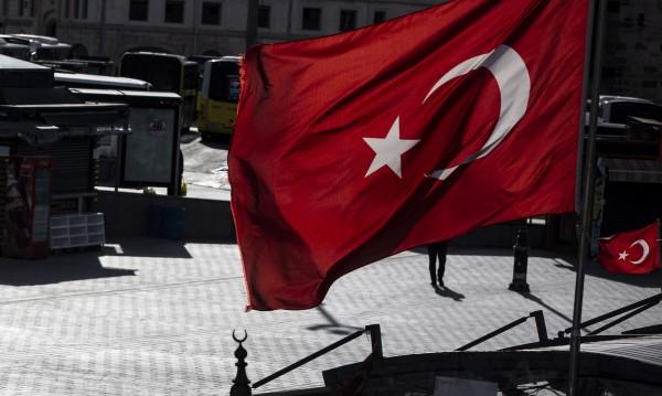 В Турция задържаха двама опозиционни журналисти