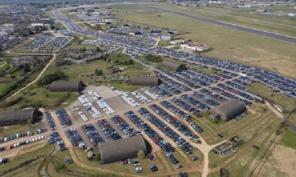 Коронавирусът превърна паркинги и авиобази в гробища за коли
