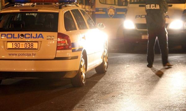 """Балкански """"Джордж Флойд"""" – хърватски полицай задушава мъж с коляно"""