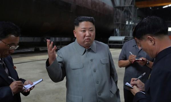 Как Северна Корея печели милиони долари нелегално, продавайки... пясък