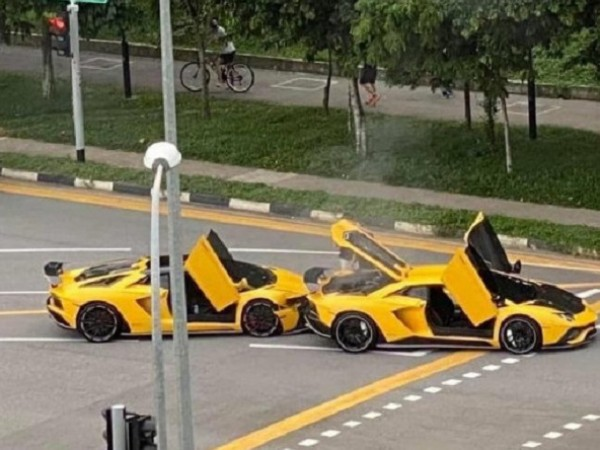 Два практически напълно еднакви автомобила Lamborghini Aventador S се сблъскаха