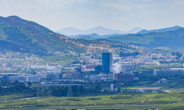 Северна Корея взриви офис за връзка с Южна Корея